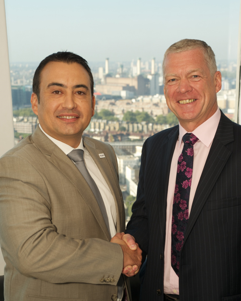 Manuel Mato, VP Sales EMEA, Viavi  and Peter Collingwood, CEO EMEA, Microlease,  at the announcement of their new agreement.